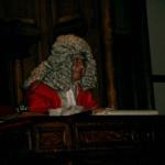 שופט - CC-BY-SA-NC Tim Ellis